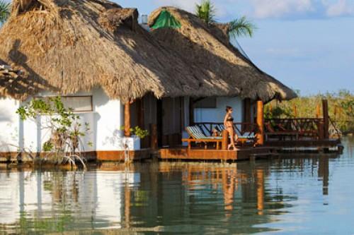 Habitaciones akal ki centro hol stico p blanco mexico for Cabanas sobre el mar en mexico