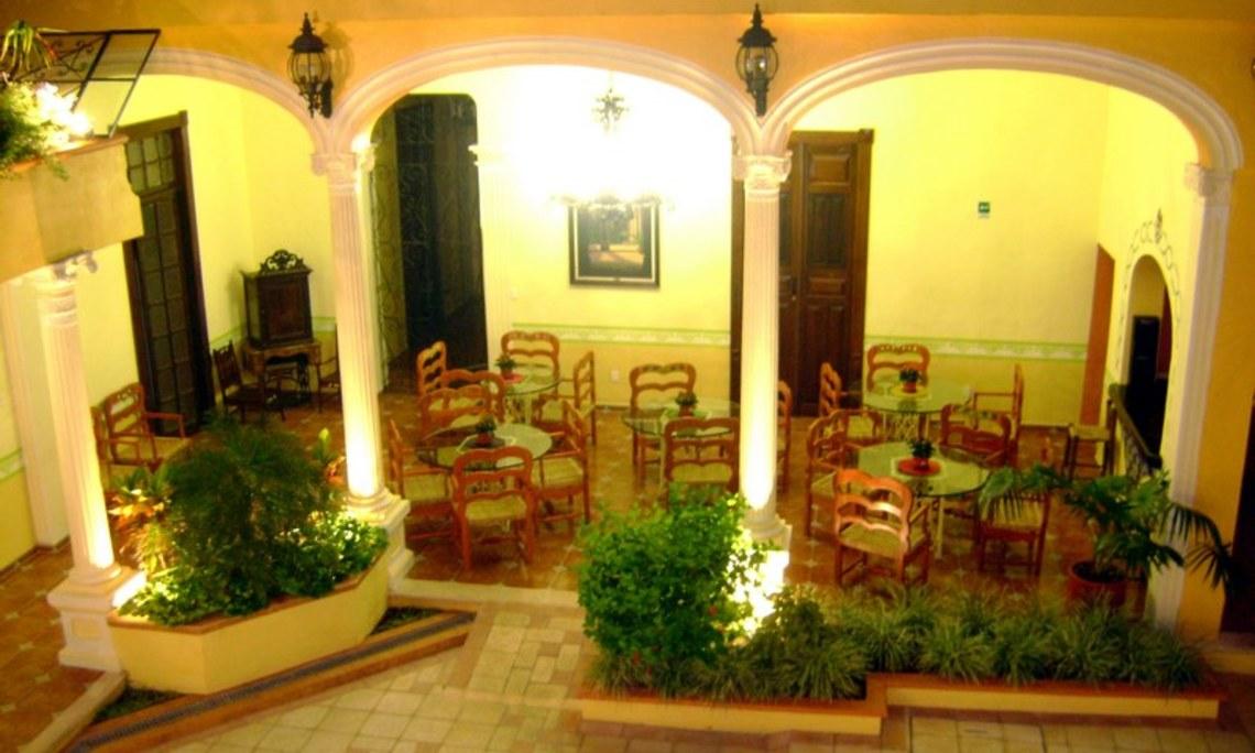 Restaurante hotel casa de las columnas m rida mexico for Terrazas internas