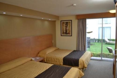 La Posada Hotel y Suites
